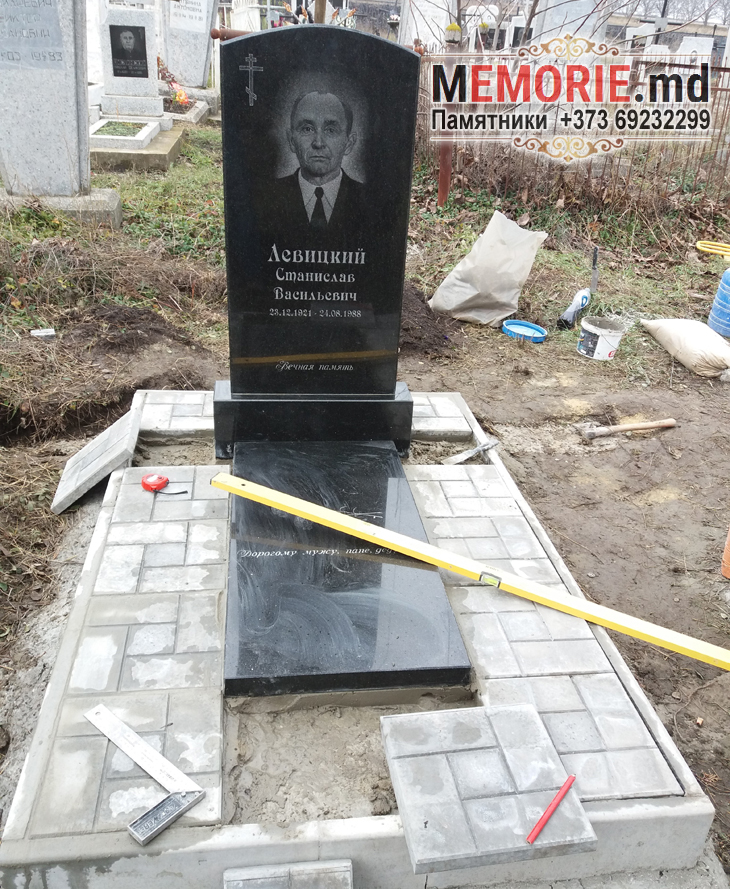 Памятник из гранита кладбище в Бельцах