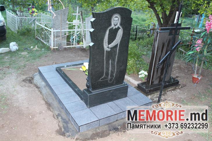Памятник гранитный кладбище в Бельцах