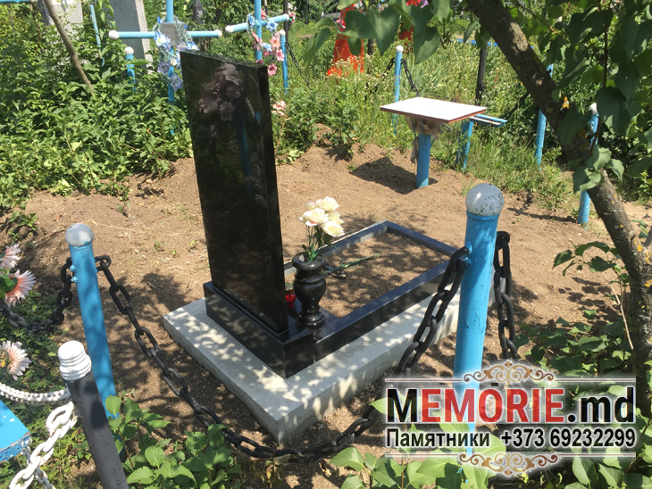 Гранитный памятник Дженщине
