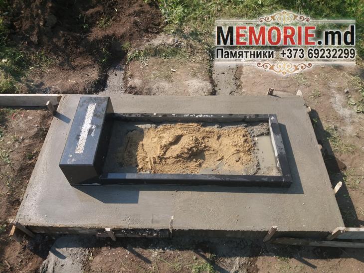 Памятник на могилу из гранита с надгробной плитой