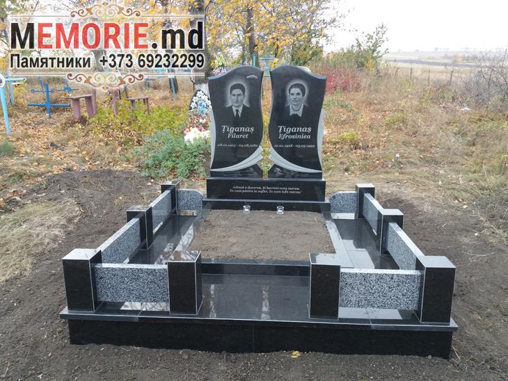 Мемориальный комплекс из черного и серого гранита