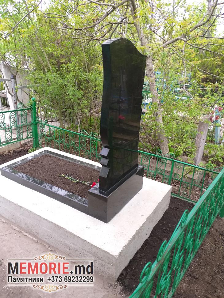Monument din granit funerar