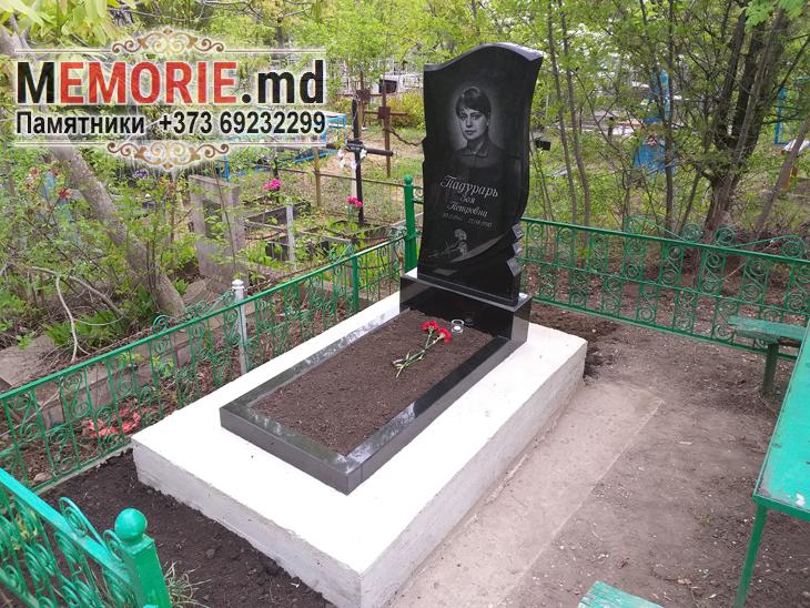 Monument din granit pe mormint Balti