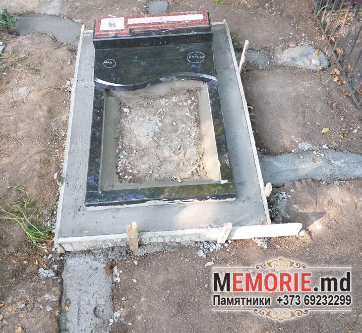 Памятник грнит на могилу