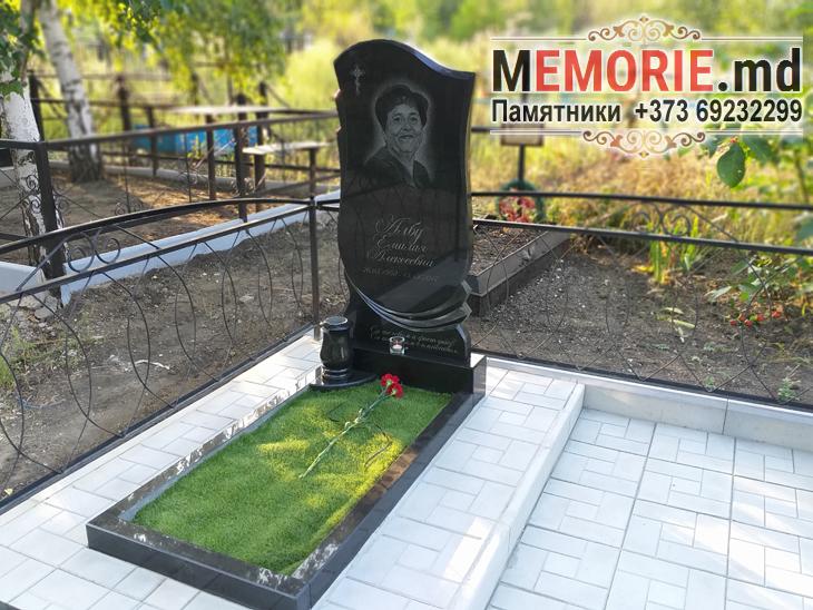 Памятник из черного гранита
