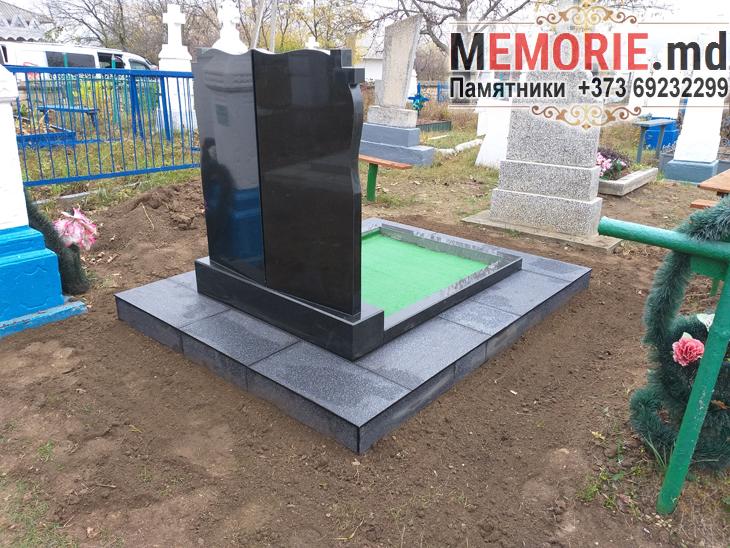 Памятник на кладбище Единцы