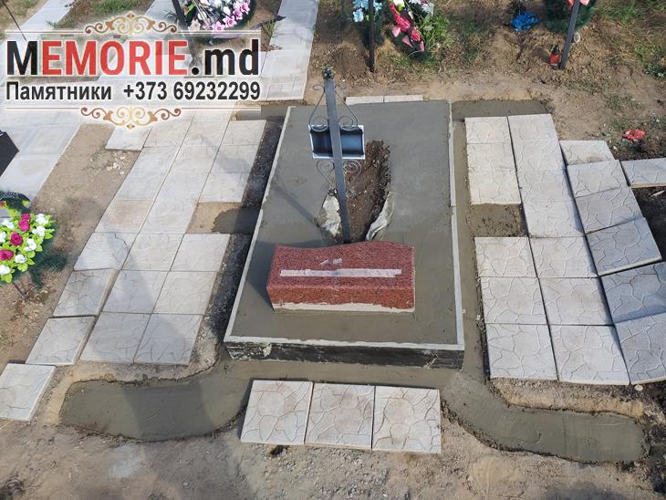 Памятник с установкой на кладбище в Бельцах