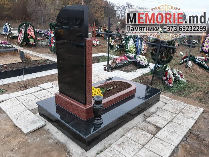 Памятник на кладбище Бельцы
