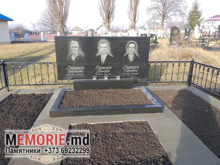 Памятник на троих Рышканское кладбище Молдова