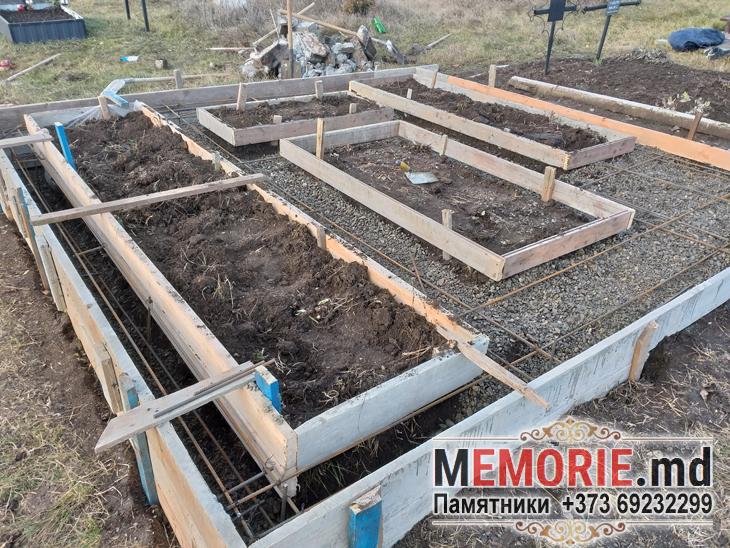Тройной горизонтальные памятники на могилу Молдова
