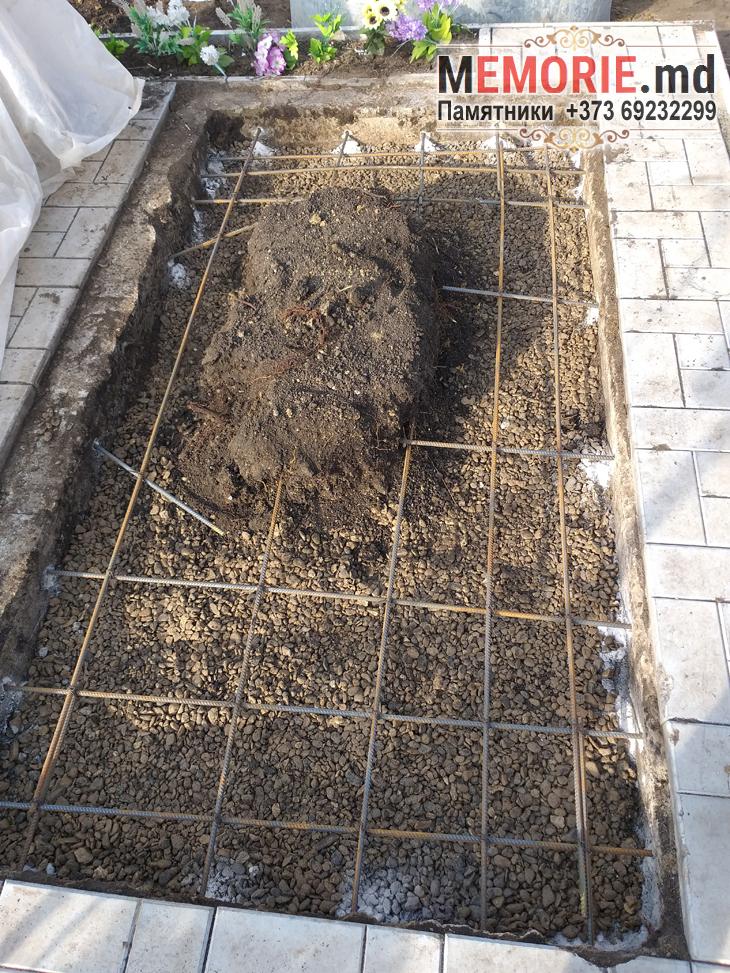 Comandati si cumparati monument funerar din granit pe mormint