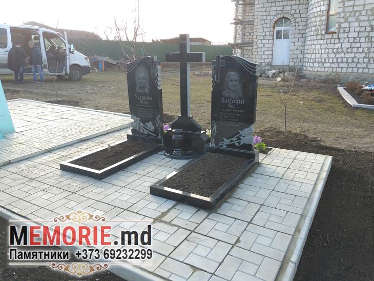 Monument funerar din granit