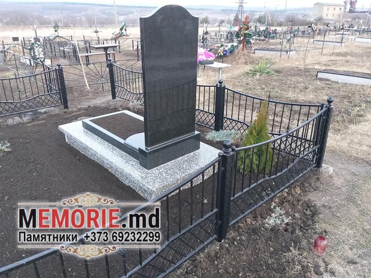 Памятник на кладбище Глодяны