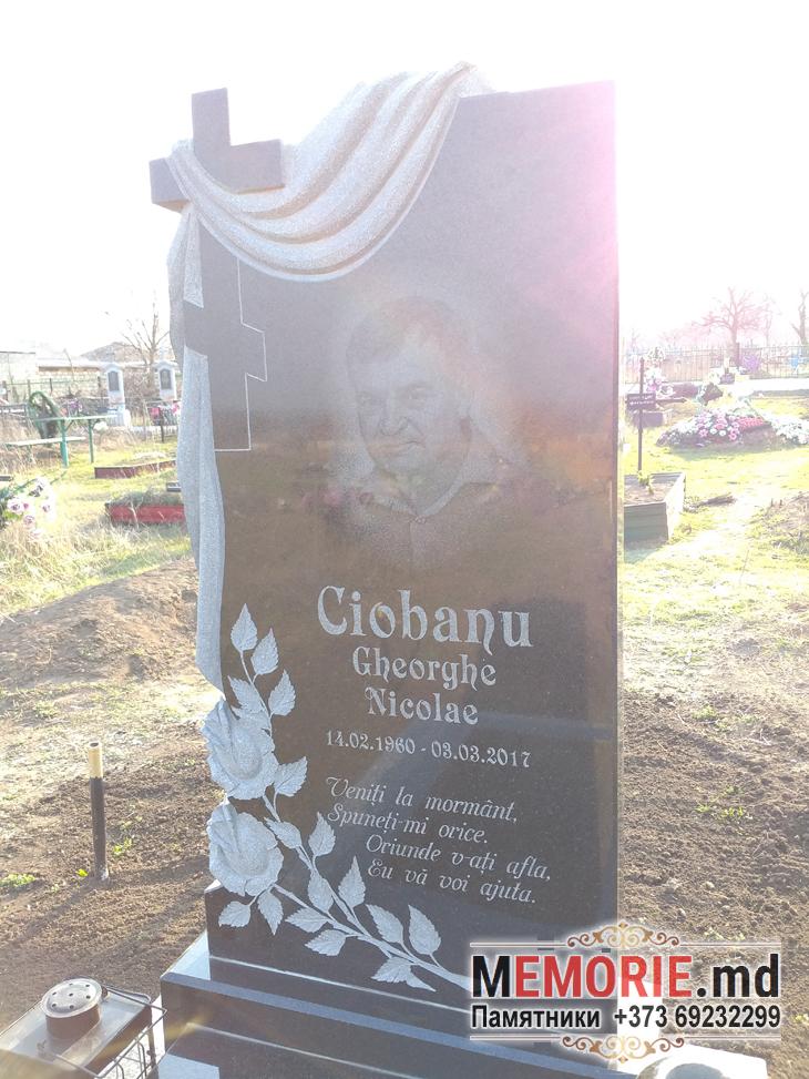 Памятник из гранита на кладбище Дрокия Бельцы