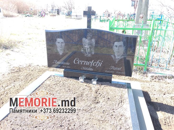 Monument familial din granit pentru mormint Balti Moldova